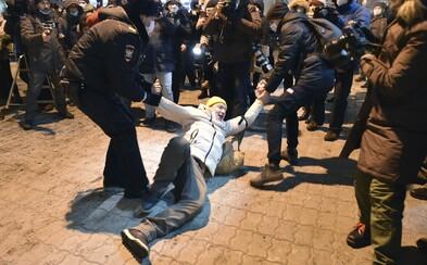 Priaznivici najväčšieho ruského opozičného lídra Alexeja Navaľného organizujú protesty a žiadajú jeho prepustenie