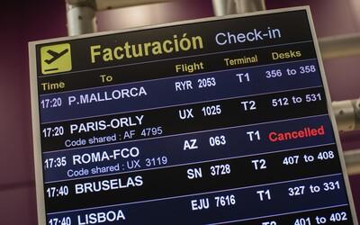 Pribúda zrušených letov a nedostaneš sa už ani do USA. Ako získať späť peniaze za letenky a ubytovanie?