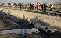 Príčina zrútenia ukrajinského lietadla je zatiaľ neistá, nemožno vraj vylúčiť ani útok Iránu proti USA