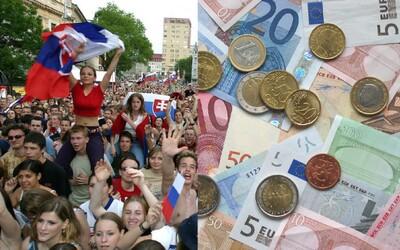 Priemerný Slovák ušetrí každý mesiac 130 €. Prieskum sa pozrel na to, čo robíme s peniazmi navyše