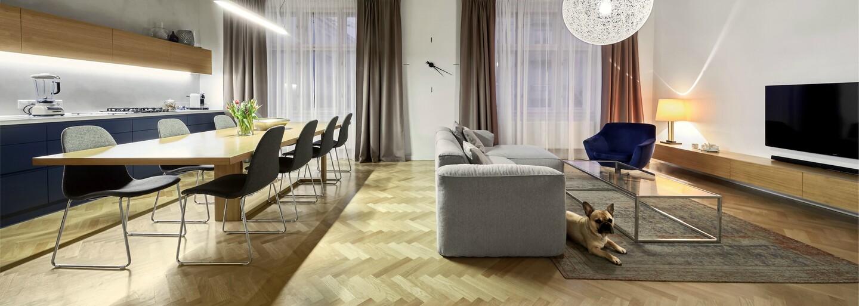 Priestranný luxus na Dunaji plný kontrastov medzi starým a novým dizajnom vyzerá fantasticky