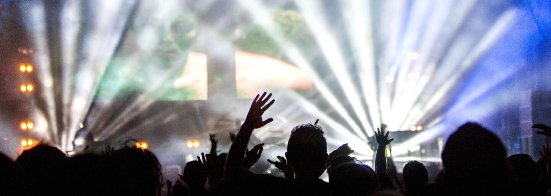 Přijď na klubovou noc We All. Legendární mejdan s sebou tentokrát přinese DJ Poetu i Akvamena
