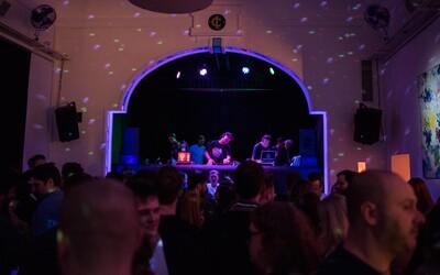 Přijď oslavit jaro do Klubovny 2. patro. Klubová noc We All slibuje ostřílené DJs a rytmus funku, soulu a rapu