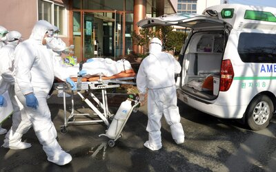 Případy pacientů opětovně nakažených koronavirem mohou mít lehké vysvětlení