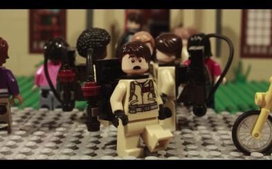 Pripomeňte si obľúbené scény z druhej série Stranger Things vo výbornom Lego prevedení