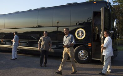 Prísne tajný interiér, krv a 1,1 milióna dolárov. Autobus amerického prezidenta by mal byť nepreniknuteľný