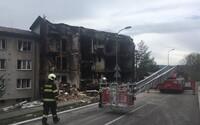 Problémový soused z Prachatic měl úmyslně vyhodit bytovku do vzduchu. Zranilo se devět lidí, jedna osoba zemřela