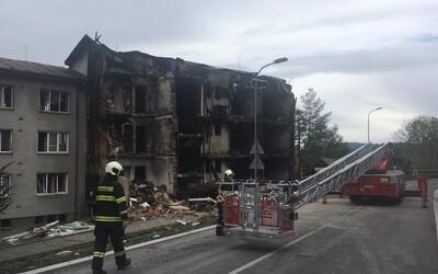 Problémový sused v Česku mal úmyselne vyhodiť bytovku do vzduchu. Zranilo sa deväť ľudí, jedna osoba zomrela