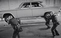 Problémy a nepríjemnosti z minulosti nebránia Kendrickovi Lamarovi cítiť sa v novom videoklipe Alright