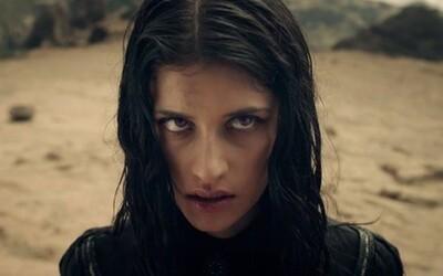 Proč herečka Yennefer odmítla dvojnici a ukazovala se nahá? Tvůrci mluví o sexu a srovnávání s Game of Thrones