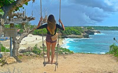 Procestovala Asii a odstěhovala se na Bali. Její každodenní kancelář vypadá jako ráj na zemi (Rozhovor)