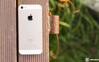 Prodej iPhonu zpomalil a tržby Applu klesly poprvé za posledních 13 let. Čekají giganta problémy?