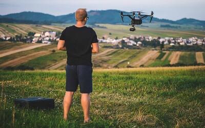Profesionálny pilot dronu Richard: Vybaviť všetky povolenia na lietanie nie je jednoduché. Riskuješ pokutu až 33-tisíc (Rozhovor)