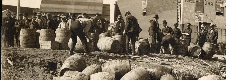 Prohibice v USA: Al Caponeho cesta na vrchol lemovaná 50 tisíci mrtvými a všudypřítomnou korupcí