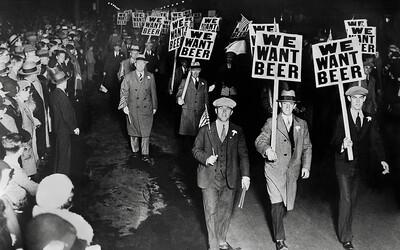 Prohibícia v USA: Al Capone vystlal svoj cestu na vrchol 50-tisíc mŕtvolami a všadeprítomnou korupciou