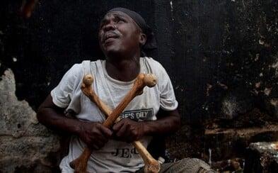 Prohlédni si průběh voodoo slavností v Africe, které zahrnují krvavé obětování zvířat a rituální tranzy
