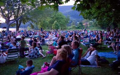 Prohlédni si seznam těch nejlepších letních kin v Praze. Horké letní večery jsou pro ně jako stvořené