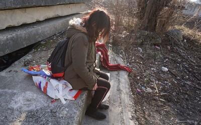 Prostitutka Monika šlape u benzínky. Znásilnili ji, skoro zabili, ale přestat nechce, aby měla na heroin (Rozhovor)