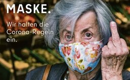 Prostředník těm, kdo nechtějí roušky. Berlín vytáhl do boje kontroverzní reklamou