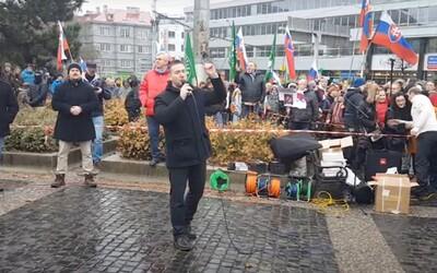 Protest v Bratislave: Kotlebovci a stovky ľudí bez rúška. Matovič do basy, kričí dav