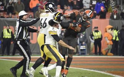 Protihráče udeřil téměř dvoukilovou přilbou. Hráč NFL dostane tvrdý distanc