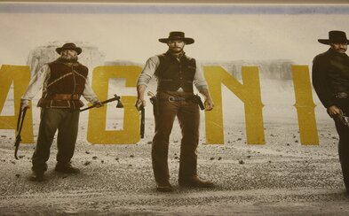 Prvé odhaľujúce plagáty pre remake The Magnificent Seven s Chrisom Prattom či sci-fi Passengers s Jennifer Lawrence