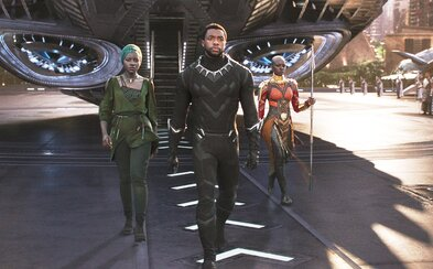 Prvé ohlasy kritikov ospevujú marvelovku Black Panther ako jeden z najlepších filmov MCU. Nechýbajú mu epické scény ani emócie