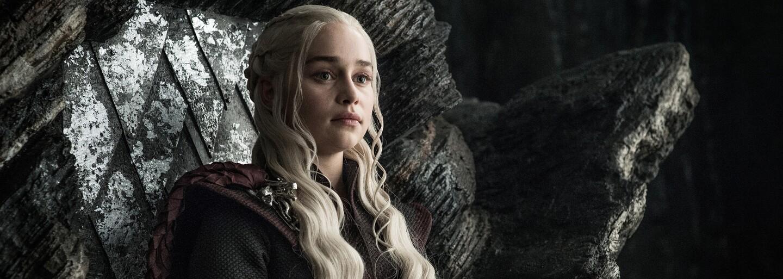 Prvé zábery z poslednej série Game of Thrones ukazujú, že Sansa nevíta Daenerys na hrade Winterfell s veľkým nadšením
