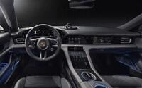 První elektrické Porsche odhaluje revoluční kokpit, který má 4 obrovské displeje