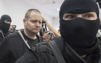 První fotografie Mariána Kočnera, Aleny Zsuzsové a střelce Miroslava Marčeka ze soudu. Toto jsou obvinění z vraždy Kuciaka