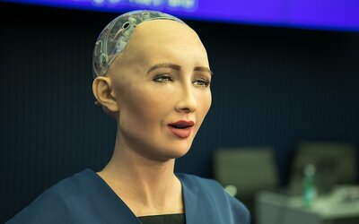 První robot na světě získal občanství. Umělá inteligence Sophie věří, že je lepší než člověk a zvládá vyprávět vtipy
