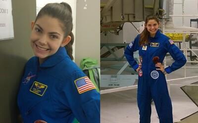 Prvním člověkem na Marsu by se měla stát dnes teprve 17letá dívka Alyssa. Celý svůj život obětovala misi na rudou planetu