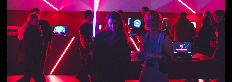 Prvý gamingový a e-sport showroom na Slovensku otvoril svoje brány. Ako vyzerá hráčska mekka sme sa boli pozrieť aj my (Fotoreport)