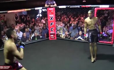 První knockout bez dotyku v historii? Australský bojovník ukončil zápas skutečně neobvyklým způsobem