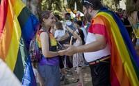 Prvý LGBT Pride v Bosne sprevádzalo viac ako 1000 policajtov, konzervatívni moslimovia zorganizovali protidemonštráciu