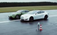 Prvý vzájomný súboj ukazuje, prečo sa Tesla nemôže porovnávať s elektrickým Porsche