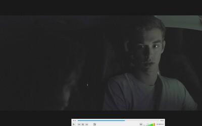 Psychologický krátky horor z našich končín nakrútený na jednu kameru? Pozrite si trailer pre Waiting Between Worlds