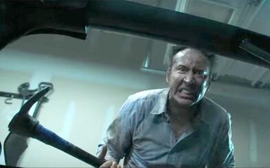 Psychopatický a krvilačný otecko Nicolas Cage ide v hororovej komédii po krku vlastným deťom