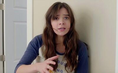 Puberťáčka Nadine zápasí s nástrahami dnešného dospievania v necenzurovanom traileri pre lákavú komédiu