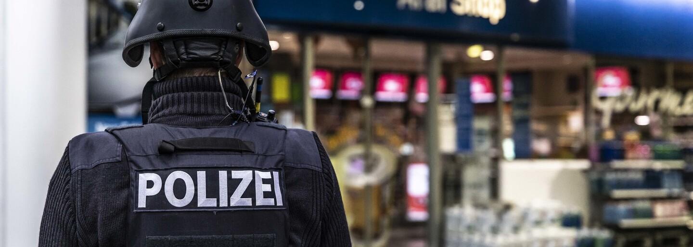 Pumpár v Nemecku chcel od zákazníka, aby si dal rúško. Ten ho za to zastrelil