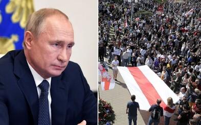 """Putin přislíbil Bělorusku pomoc. Pokud bude třeba, Moskva """"zajistí bezpečnost v zemi"""""""