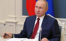 Putin se nechal očkovat za zavřenými dveřmi. Neprozradil ani to, jakou vakcínou