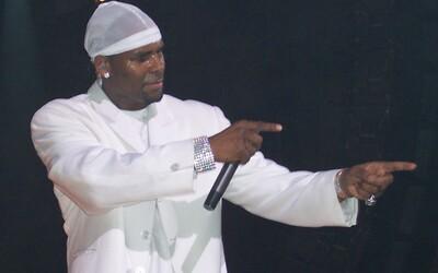 R. Kelly tvrdí, že svoj prípad prehral, lebo nevie čítať