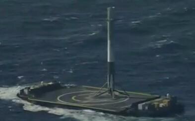 Raketa Falcon 9 úspešne pristála na malej plošine uprostred oceána. Začína sa budúcnosť v letoch do kozmu?