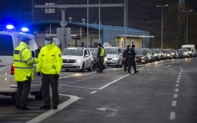 Rakousko chystá povinnou karanténu během Vánoc a Nového roku. Platit má i pro Česko