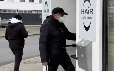 Rakousko uvolňuje opatření: Otevírá obchody, školy i kadeřnictví