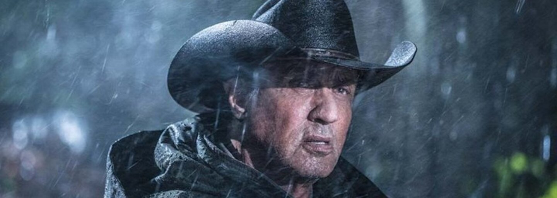 Rambo bez milosti seká končatiny nepriateľov. Za ochranu rodiny preleje množstvo krvi