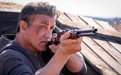 Rambo bez milosti seká končetiny nepřátel. Aby ochránil rodinu, prolije litry krve