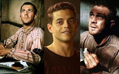 Rami Malek remakuje slávny príbeh Motýľa Steva McQueena, ktorého útek z väzenia chytí za srdce