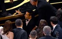 Rami Malek vyhral Oscara a potom s ním spadol z pódia. Museli ho aj ošetrovať